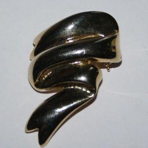 Beautiful gold tone ribbon brooch